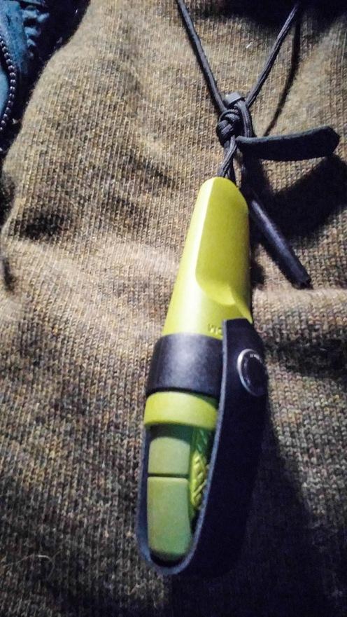 Neck knife with ferrorod